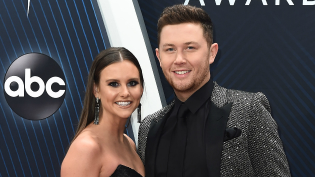 Scotty McCreery dating Gabi dugal