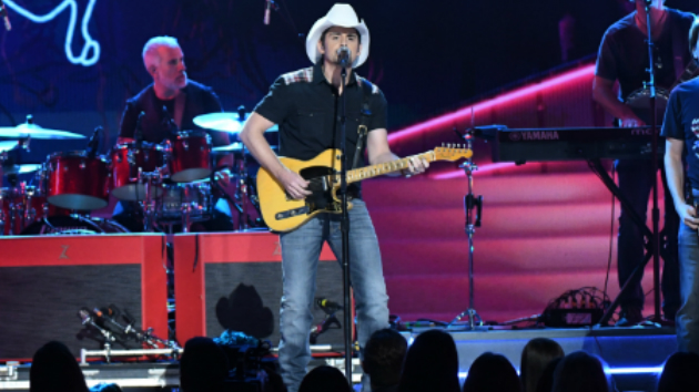 Brad Paisley Christmas.From Elvis Remakes To Oy To The World Brad Paisley Loves