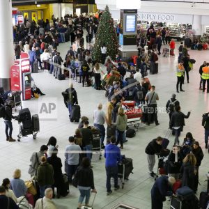 Airport Kia London >> Holiday Chaos As Drones Shut London S Gatwick Airport 1380