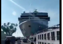 cruise ship hits dock in Venice