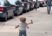 two toddlers hug on nyc sidewalk