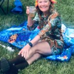 Hippie Holly: Cheers!