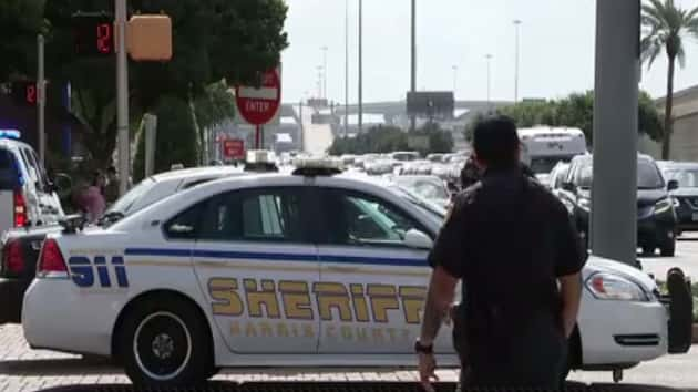 Stampede in Houston mall after man issues public